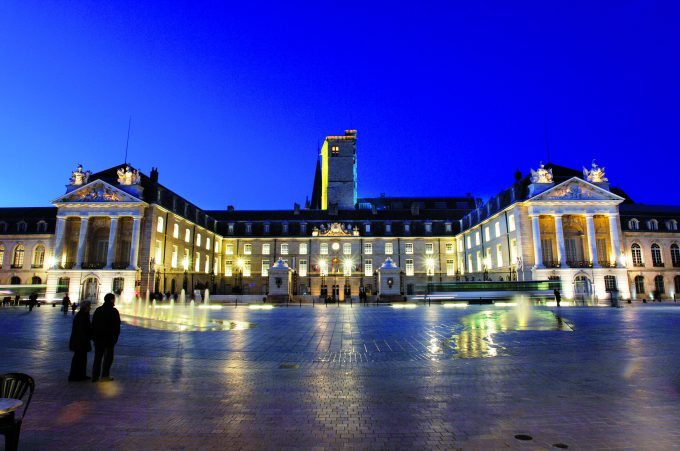 7418-Dijon-Place-de-la-Liberation-copyright-Office-de-Tourisme-de-Dijon-Atelier-Demoulin